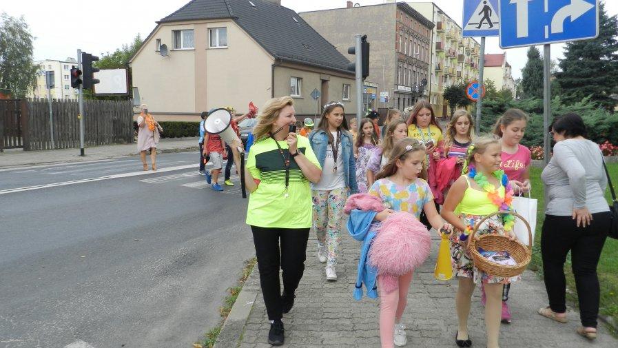 Happening czytelniczy na ulicach Krotoszyna i targowiska