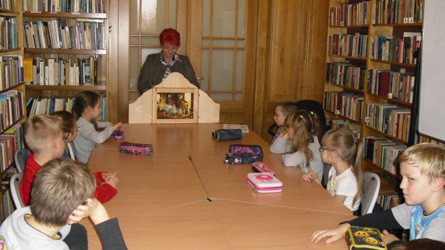 Biblioteka i teatrzyk  KAMISHIBAI